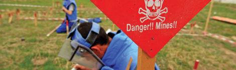 Tajiks, Uzbeks clear  land mines from border